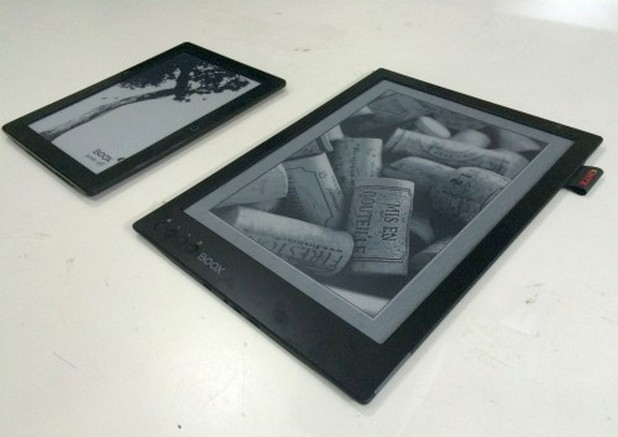 Новият четец на е-книги с марката Onyx идва с размери колкото на ноутбук