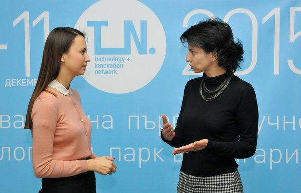 Ева Паунова (вляво) и Елица Панайотова на откриването в София на научно-технологичния парк T+IN