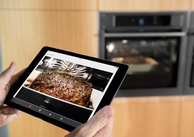 Свързаните фурни на Electrolux имат камера, осигурява връзка в реално време с мобилно iOS или Android устройство