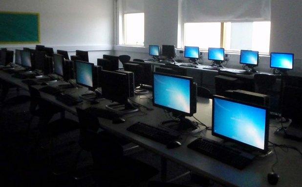 """Редица български училища получиха безвъзмездно компютърна техника от """"Информационно обслужване"""" АД"""