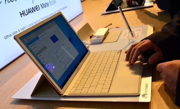 Устройството може да се свърже с клавиатура, за да се превърне в пълнофункционален ноутбук
