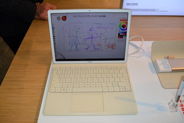 Сензорният 12-инчов дисплей на MateBook работи и с докосване, и с писалка