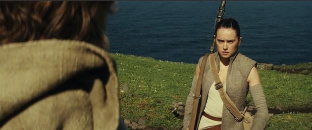 """Рей, която направи първите си стъпки в """"Междузвездни войни: Силата се пробужда"""" ще продължи героичното си пътешествие в Епизод VIII"""