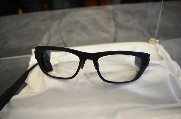 """Оптичната система на Zeiss прави очилата добре изглеждащи и """"истински""""  (снимка: Business Wire)"""