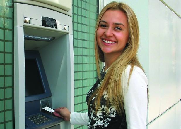 Банковата карта на Easypay позволява безплатно теглене на паричен превод от всеки банкомат в страната, независимо от обслужващата банка