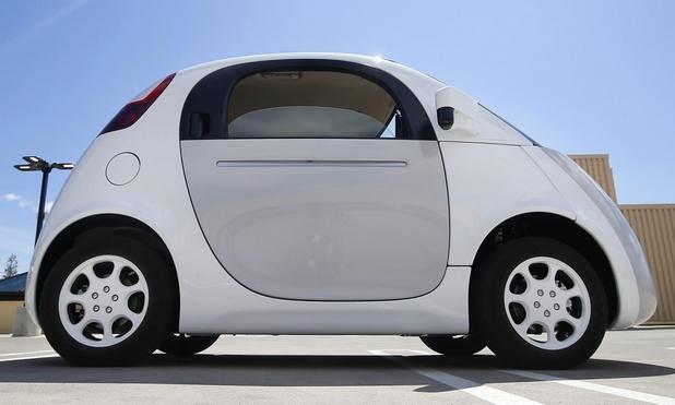 Новата икономика на споделени робомобили ще отговори в реално време на търсенето и предлагането, като динамично променя капацитета и цените (на снимката: робомобил на Google)