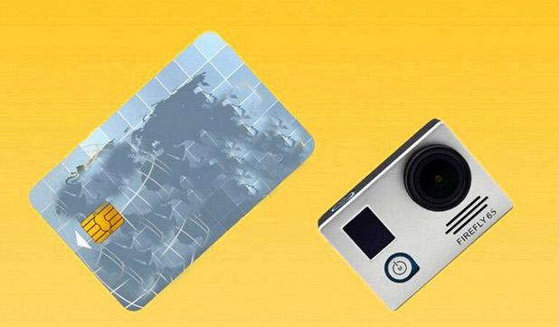 Екшън камерата е съвсем малка като размери - 5,90x4,10x2,10 см и тежи едва 75 грама