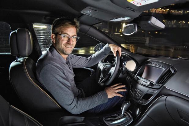 Макар, че ползва автономната функция за следване в Opel Insignia, Юрген Клоп е категоричен, че все още той взима решенията