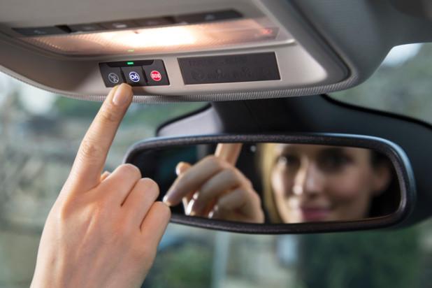 Системата Opel OnStar се грижи са сигурността на пътуващите в Opel и помага в случаи на кражба