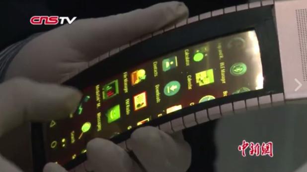 Гъвкавият смартфон, показан в Китай, може да се носи и като гривна