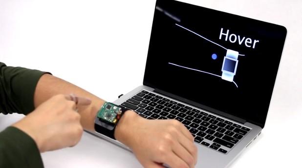 С движение на пръстите по кожата могат да се извършват повечето стандартни операции за смарт часовника