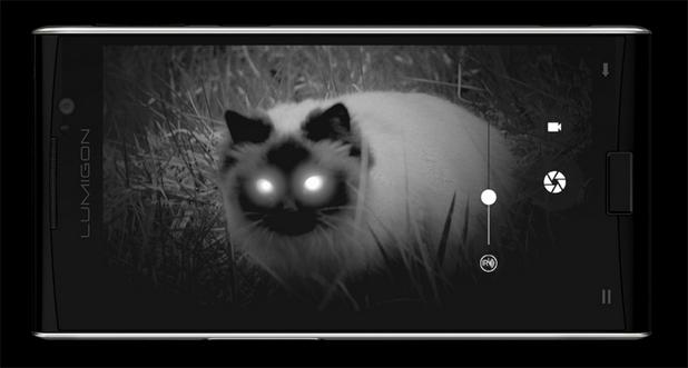 Смартфонът Lumigon T3 разполага с допълнителна 4-мегапикселова камера за нощно виждане