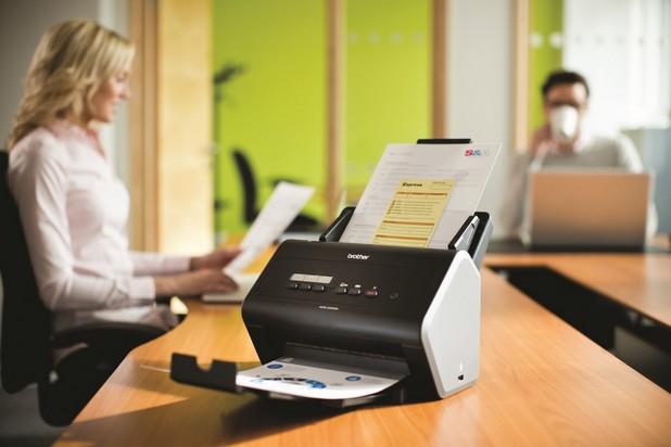 Настолни скенерите от фамилията Brother ADS 2.0 поддържат автоматично двустранно сканиране със скорост 50 стр./мин
