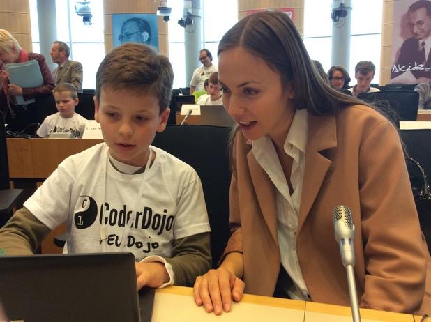 """Ева Паунова е един от най-активните поддръжници на инициативата """"Европейска седмица на програмирането"""""""