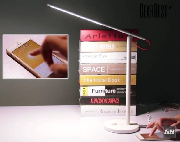 Параметритe на лампата могат да се регулират чрез приложение за смартфон