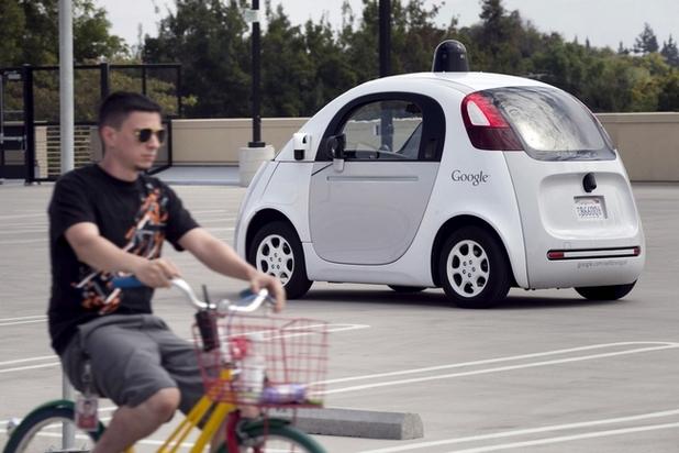 Колите на Google вече могат да оценят възможните действия на велосипедистите и да разпознават предупредителните сигналите, подавани от тях