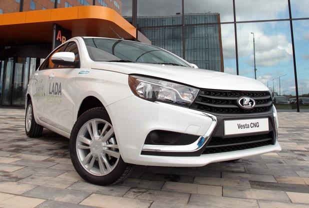Хибридът LADA Vesta CNG изминава 1000 км без презареждане с гориво