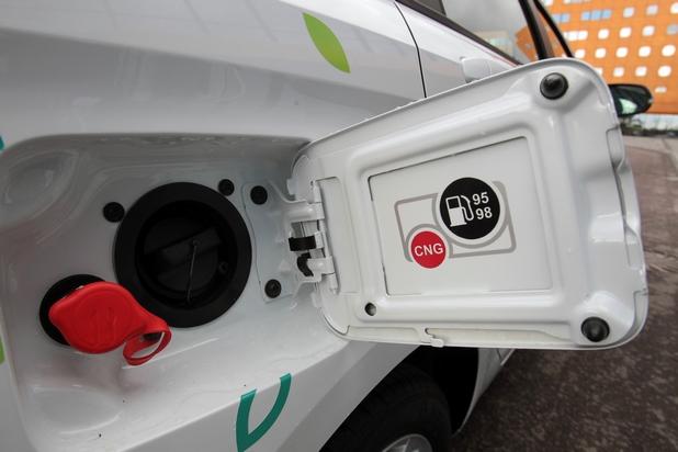 Иновативната LADA Vesta CNG може да работи с бензин или сгъстен метан