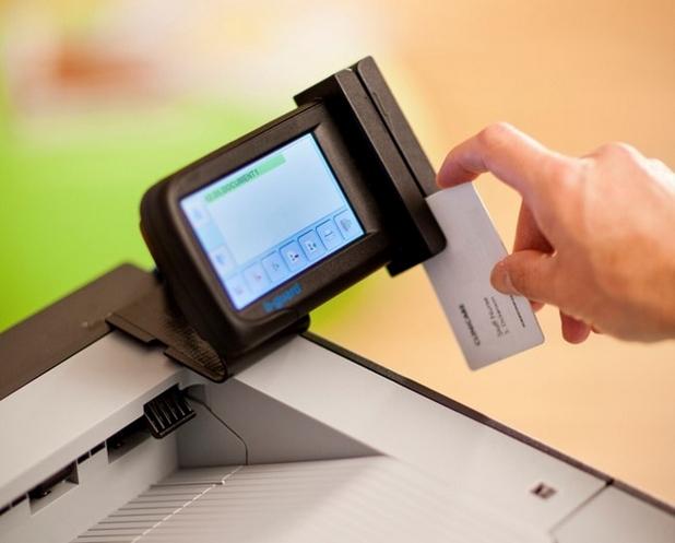 Идентифицирането на всеки потребител със съответните му права се осъществява посредством PIN код, магнитна карта или и двете