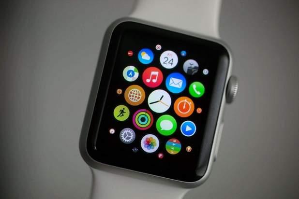 Министрите в правителството на Тереза Мей нямат право да носят смарт часовник Apple Watch
