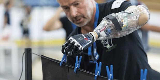 Бионична ръка демонстрираха състезатели на олимпидата в Цюрих