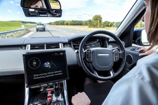 Очаква се технологиите за свързан и автономен автомобил да направят шофирането по-безопасно и по-екологично (снимка: Jaguar Land Rover)