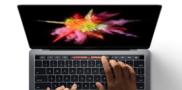 MacBook Pro идва със сензорен панел Touch Bar, разположен над клавиатурата, който позволява управление на редица приложения