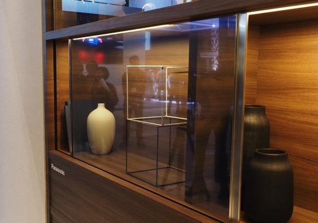 Идеята за вграждане на телевизора в стъклена подвижна врата вече не е фантастика, е близка реалност