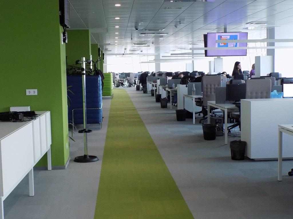 Над 800 служители работят в офиса на Paysafe на площ, обхващаща пет етажа в Capital Fort - София