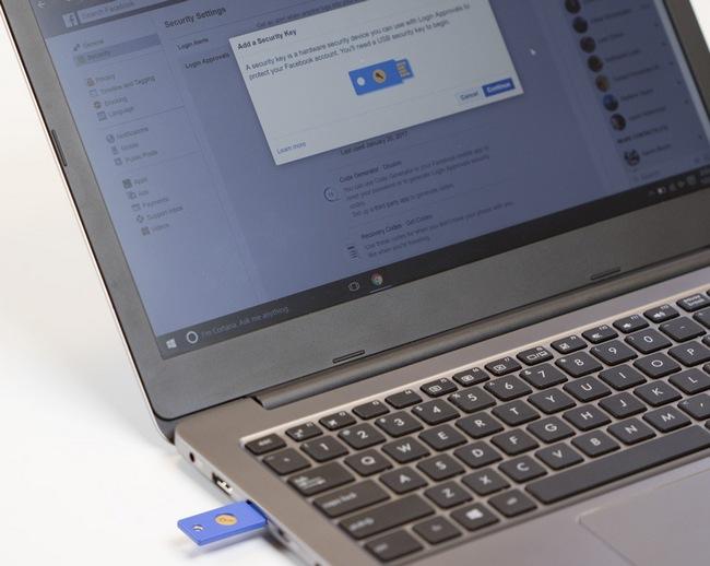 USB флашка изпълнява ролята на електронен ключ за достъп до Facebook