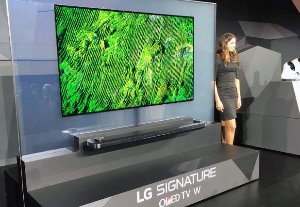 Тънкият 2,7 мм телевизор LG Signature OLED TV W се закрепя към стената чрез магнити
