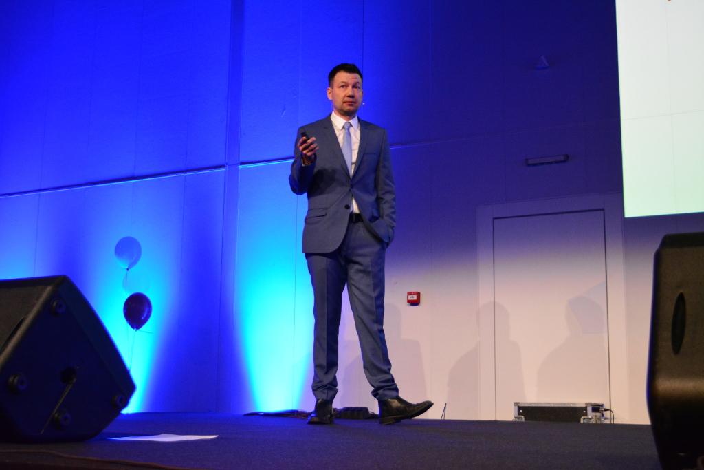 """""""Успехът не означава Аз, а Ние"""", заяви изпълнителният директор на Мнемоника - Вихрен Славчев, за да подчертае категорично ролята на екипа за израстването на компанията"""
